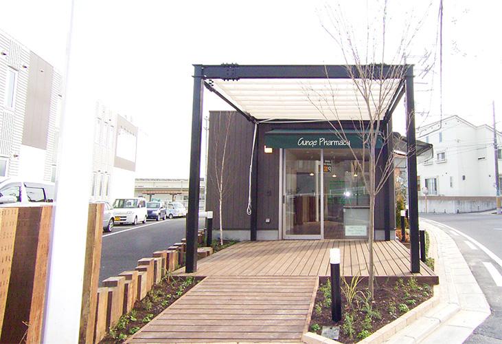 総合建築 シンプルな建物でちょっとオシャレな調剤薬局。|株式